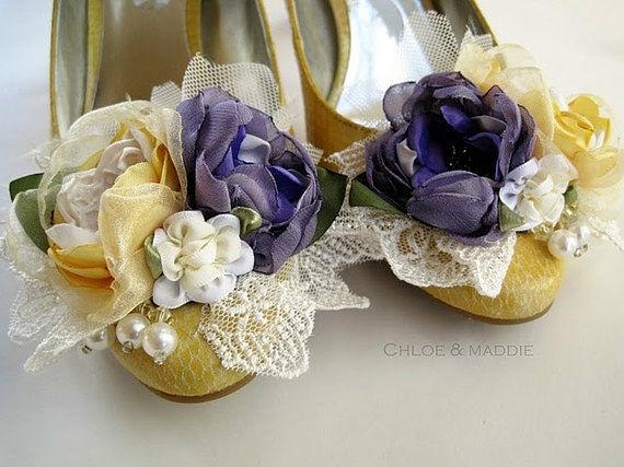 Цветы из кожи на туфли своими руками 23